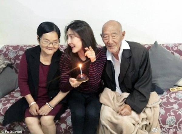 Tình cảm của Fu với ông bà nội vô cùng sâu sắc. Không chỉ là công dưỡng dục, chăm sóc, họ còn xem nh