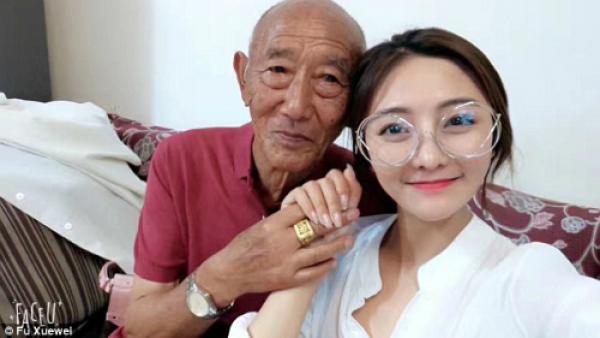 Cô gái trẻ đã chi 3.000 tệ (khoảng hơn 10 triệu đồng) để chụp ảnh cưới cùng ông. Kế hoạch được giữ b