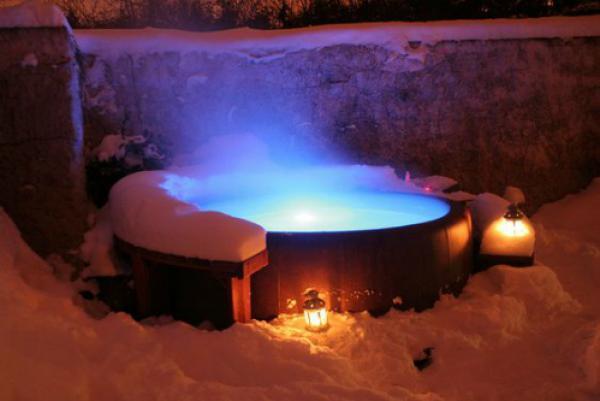 Thay vì tận hưởng giây phút thư giãn bên bồn nước nóng và một đêm lãng mạn, hai vợ chồng Kelly đã đó