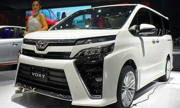 toyota-voxy-2017-mpv-hang-sang-dan-anh-cua-innova