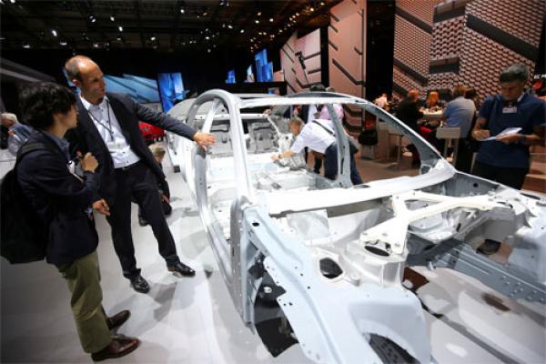 VIN là mã số nhận dạng của một chiếc xe. số VIN có thể nằm ở ngay bậc cửa hoặc chắn bùn. Audi dính n