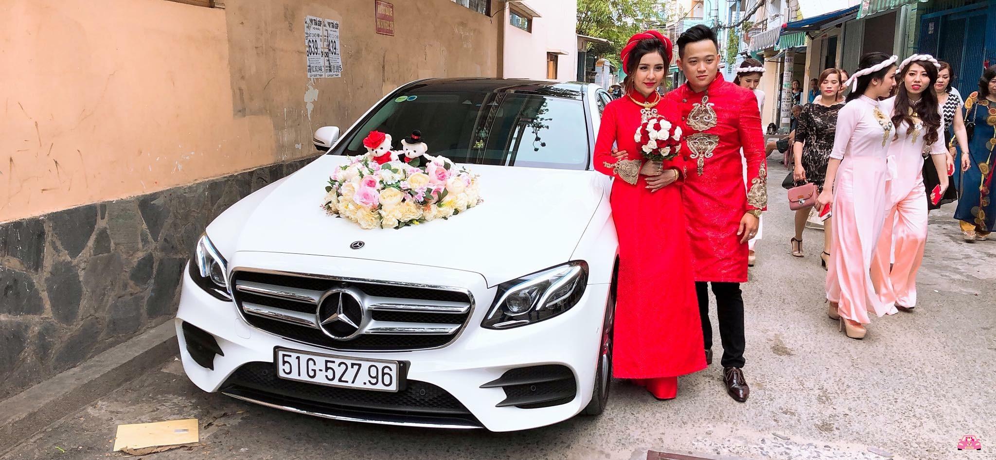 Mercedes c300 xe hoa trắng