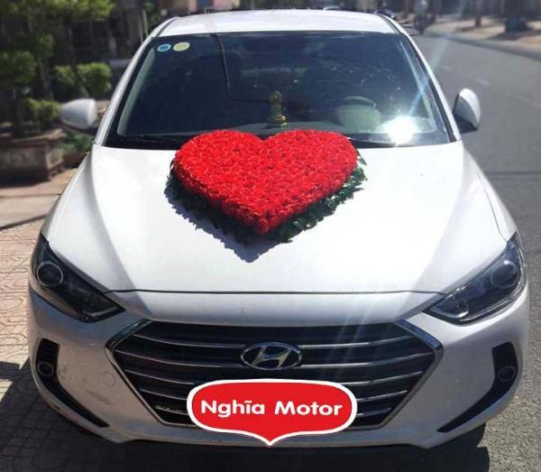 Thuê xe hoa Hyundai Elantra
