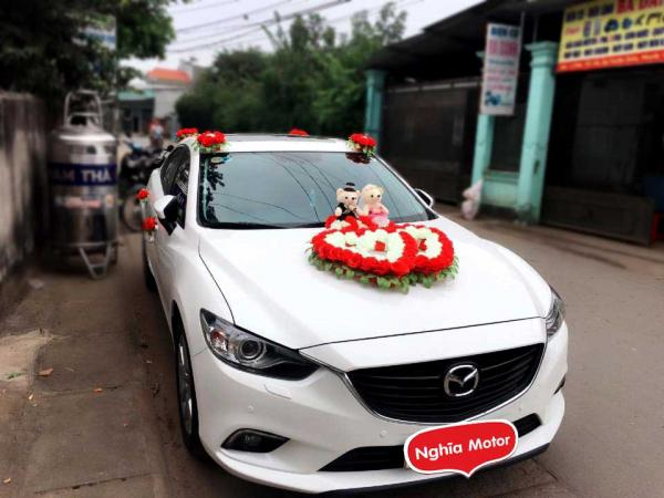 Xe hoa Mazda 6 trang trí gấu