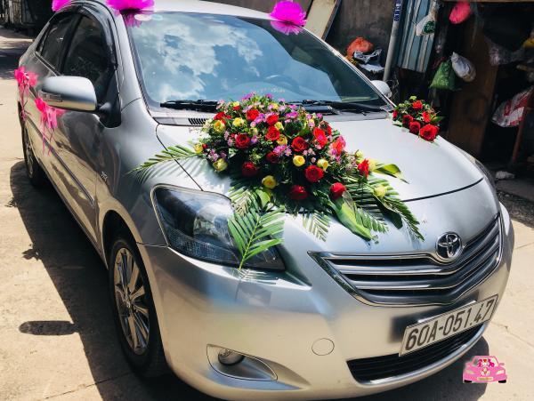 Thuê xe hoa màu bạc Vios