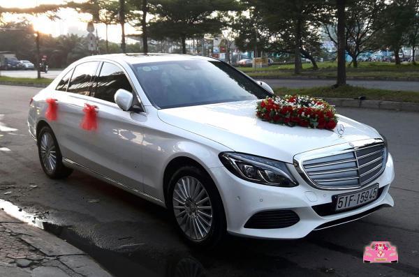 Xe hoa trắng Mercedes biên hoà