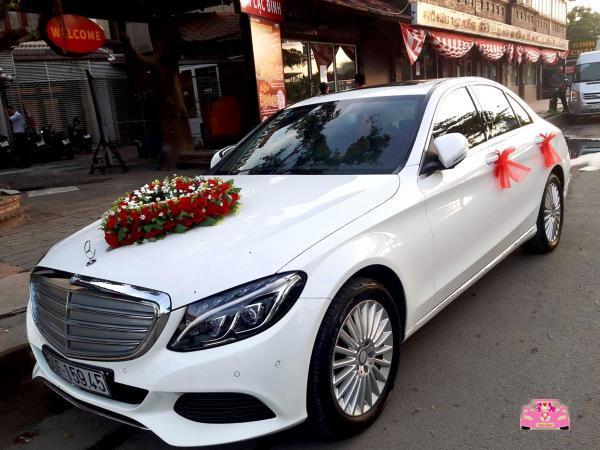 Xe hoa trắng mercedes C250